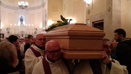 """Cadevano """"lacrime"""" dal Cielo quando don Oronzo si è avviato verso l'ultimo viaggio…"""