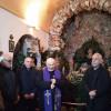 """Uno """"scoppiettante"""" don Celestino inaugura il """"Presepe di Adolfo"""" nella Cappella dell'Immacolata"""