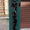 """La """"foto del giorno"""": palo corroso e a rischio caduta a pochi metri da piazza Dante"""