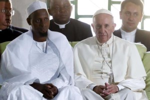 Il Papa e l'Iman nella moschea di Bangui