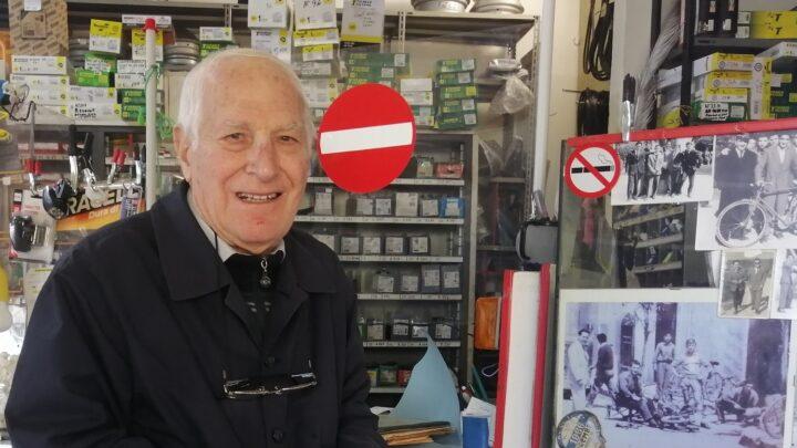 """""""Vituccio"""" Meli, decano dei commercianti di Collepasso, a 94 anni ancora in attività"""